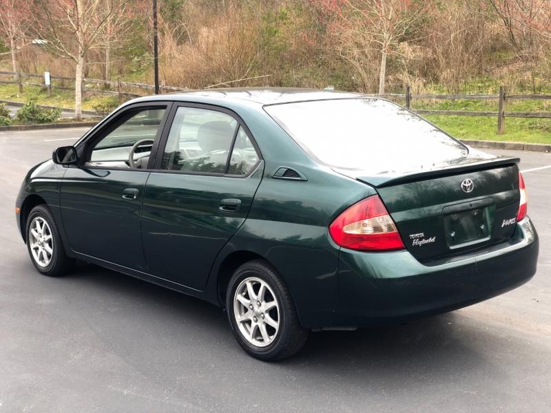 Toyota Prius 2003 price $2,250