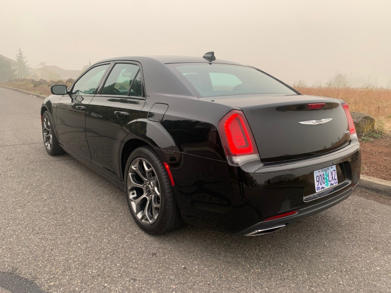 Chrysler 300 2018 price $21,500