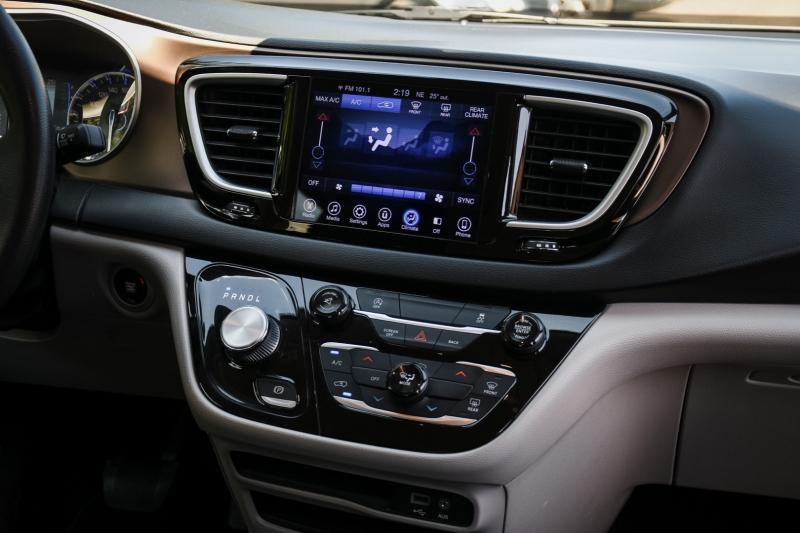 Chrysler Pacifica 2017 price $18,900