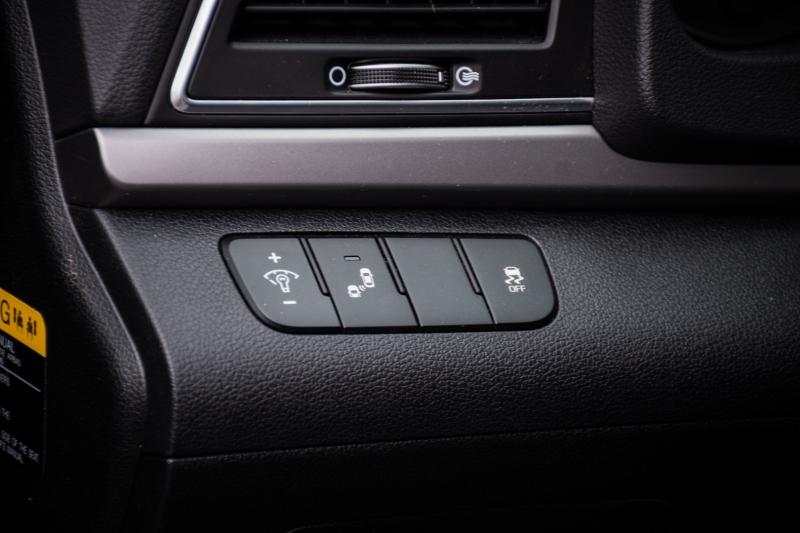 Hyundai Elantra 2017 price $13,999