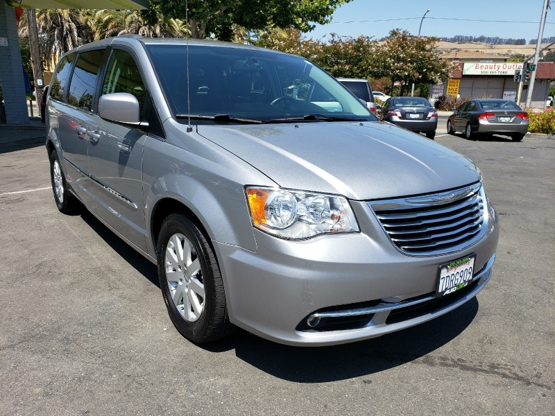 Chrysler Town & Country 2014 price $10,299