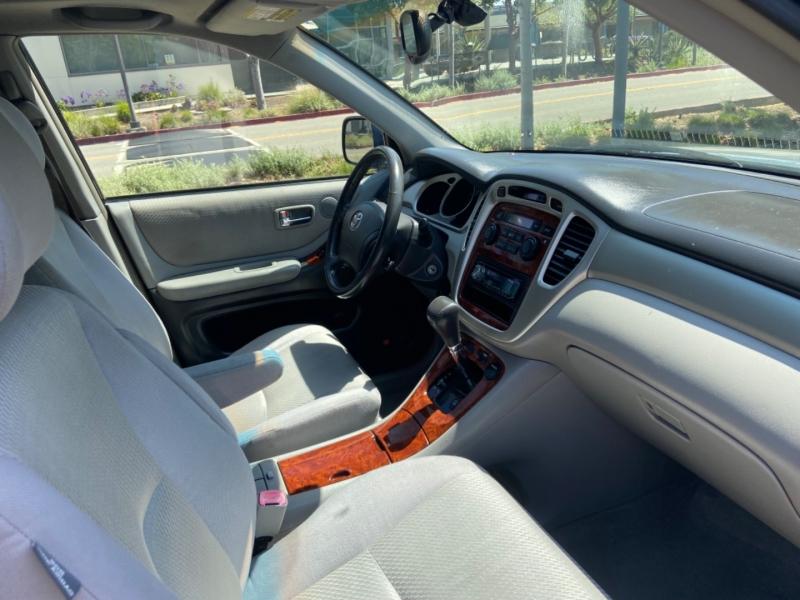 Toyota Highlander 2004 price $6,995