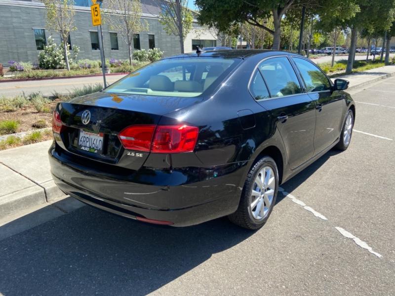 Volkswagen Jetta Sedan 2011 price $8,499