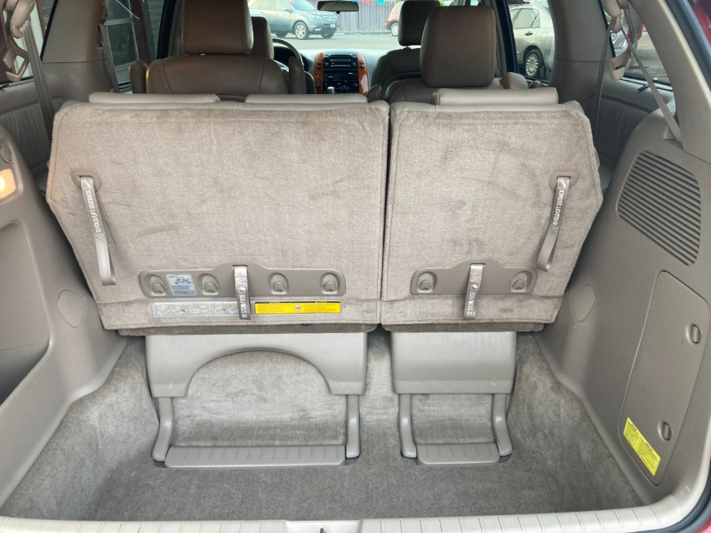 Toyota Sienna 2010 price $12,995