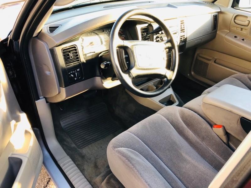 DODGE DAKOTA 4X4 2004 price $4,995