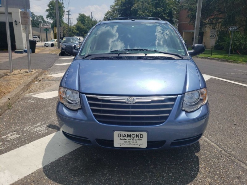 CHRYSLER TOWN & COUNTRY 2007 price $3,500