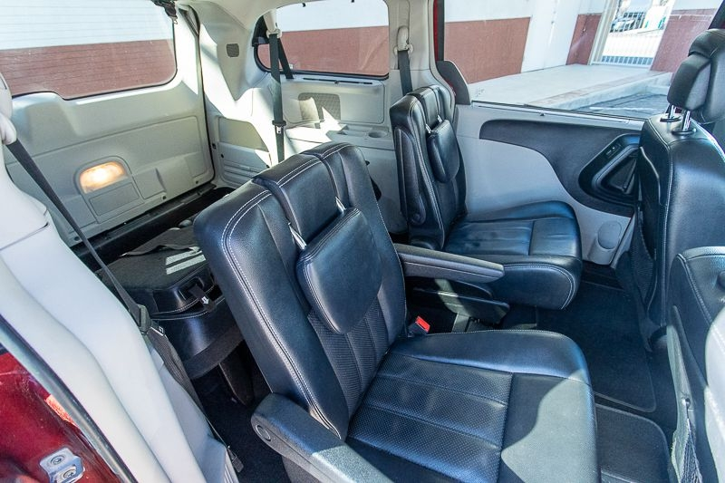 CHRYSLER TOWN & COUNTRY 2013 price $4,950