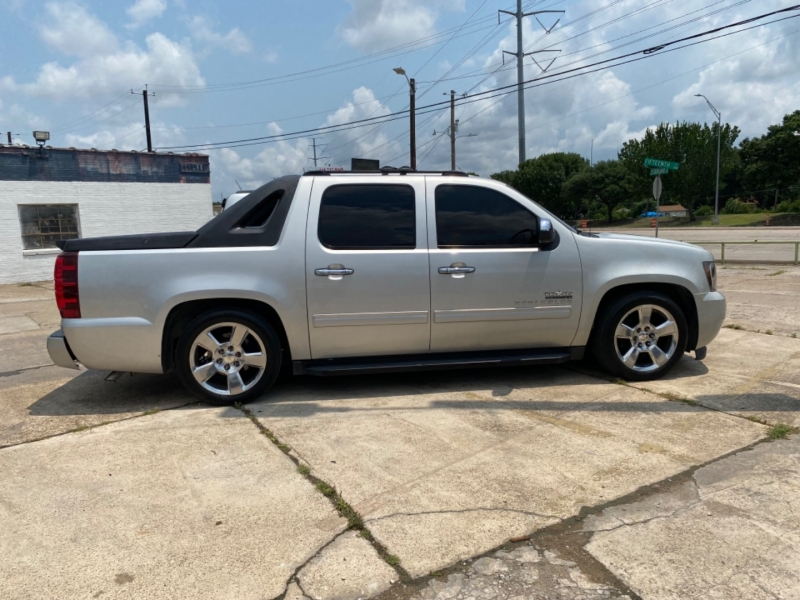 Chevrolet Avalanche 2011 price Call for price