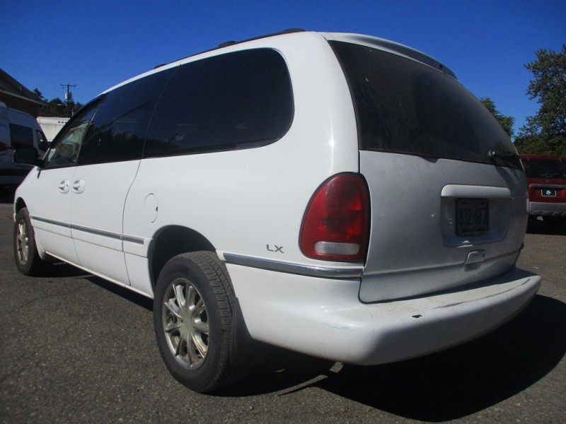 CHRYSLER TOWN & COUNTRY 1997 price $1,200