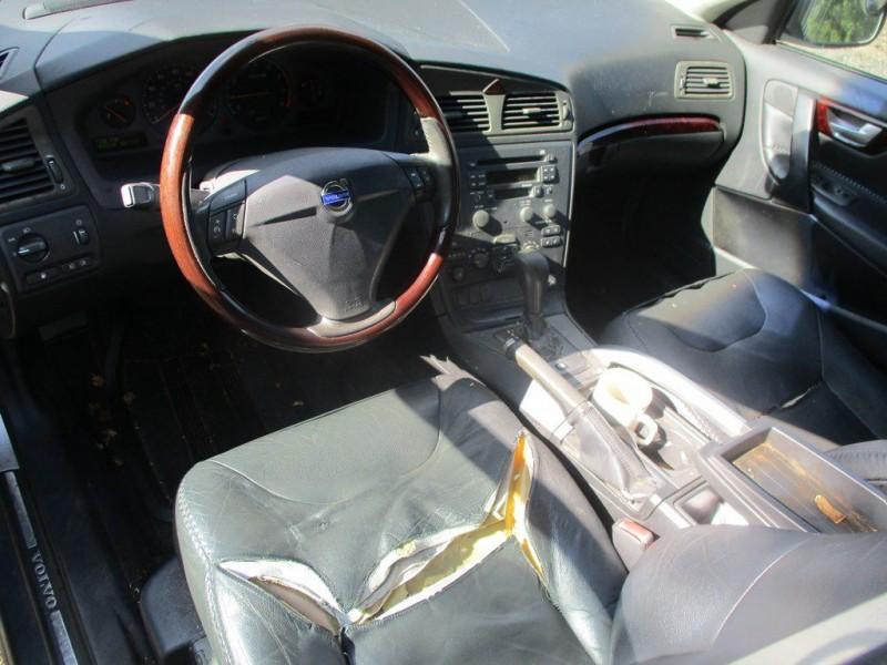 VOLVO XC70 2003 price $2,000