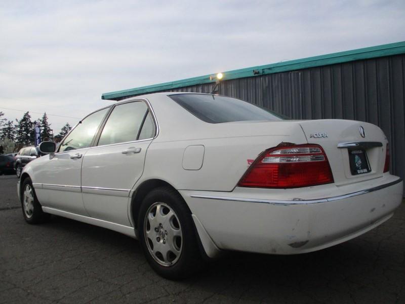 Acura 3.5RL 2002 price $3,000