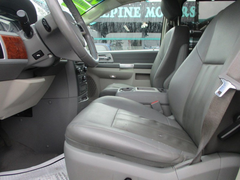 CHRYSLER TOWN & COUNTRY 2008 price $4,999