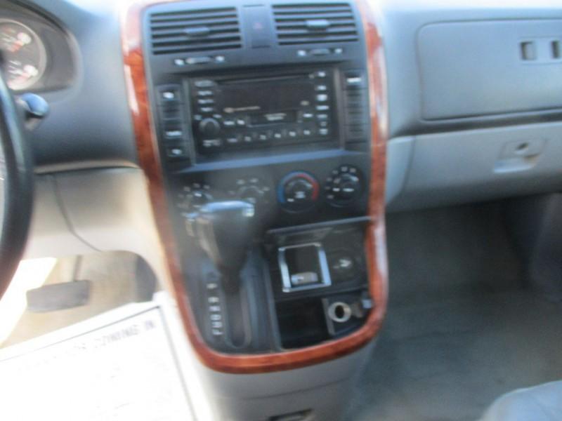 KIA SEDONA 2005 price $2,999