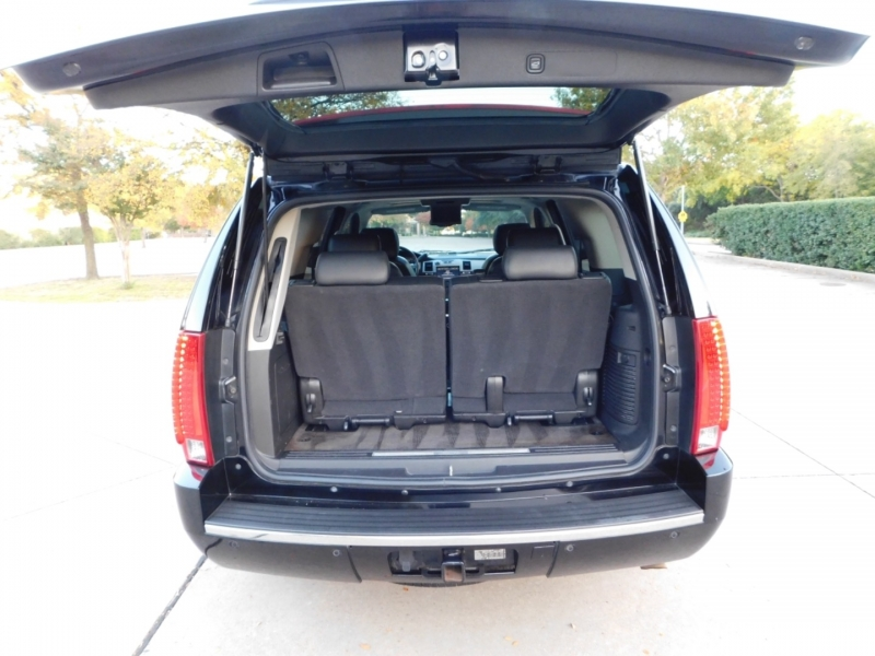 Cadillac Escalade 2010 price $10,690