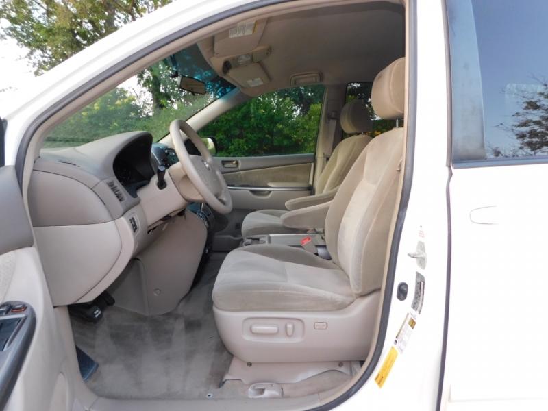 Toyota Sienna 2008 price $5,990