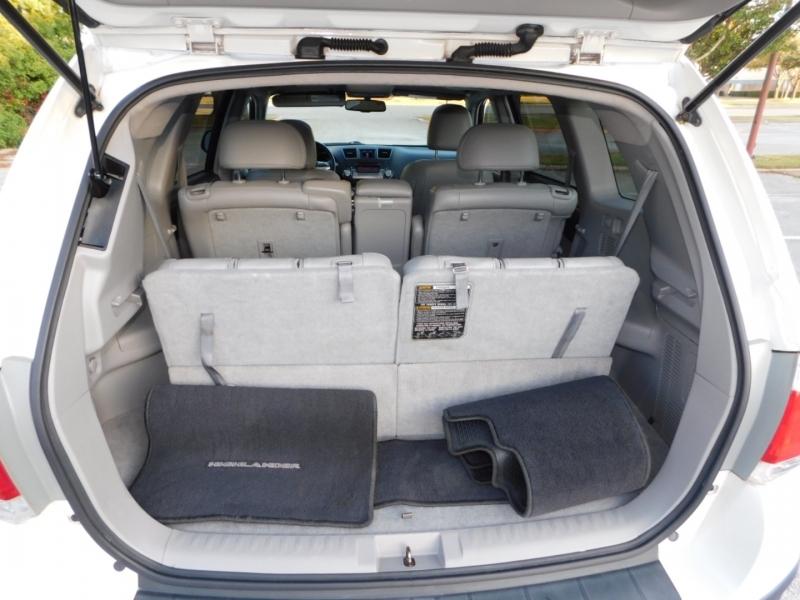 Toyota Highlander 2011 price $13,490