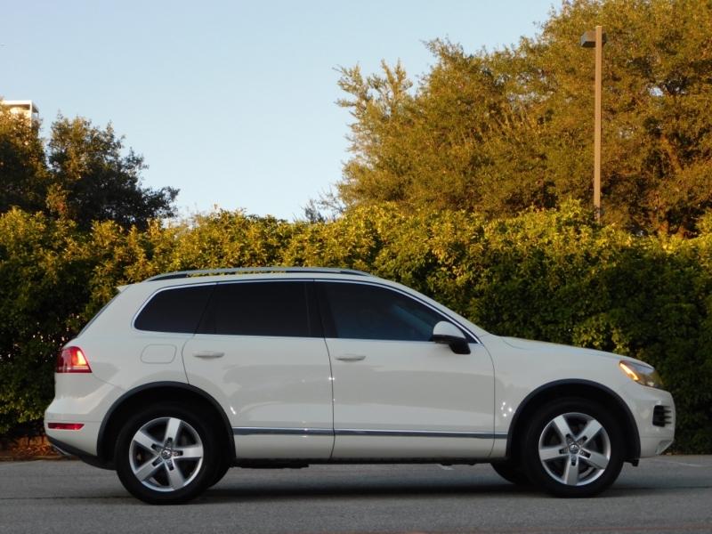 Volkswagen Touareg 2012 price $13,490