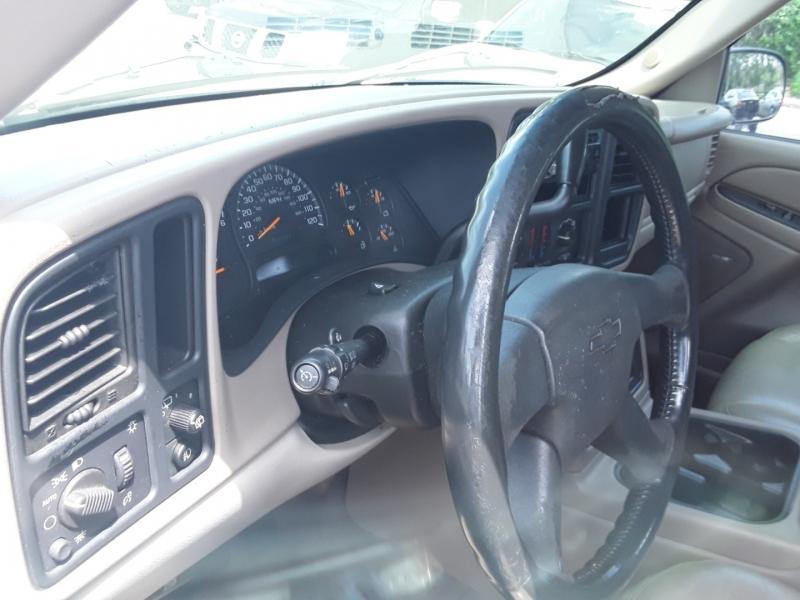 Chevrolet Suburban 2004 price $2,500