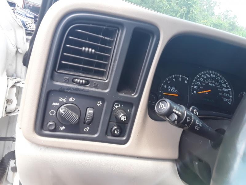 Chevrolet Suburban 2004 price $2,999