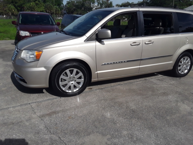 Chrysler Town & Country 2013 price $7,999