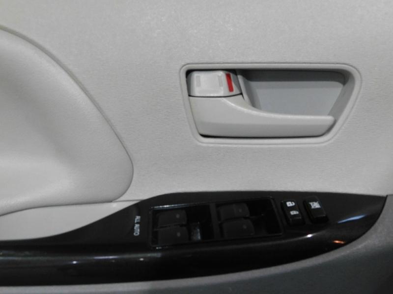 Toyota Sienna 2013 price $11,490