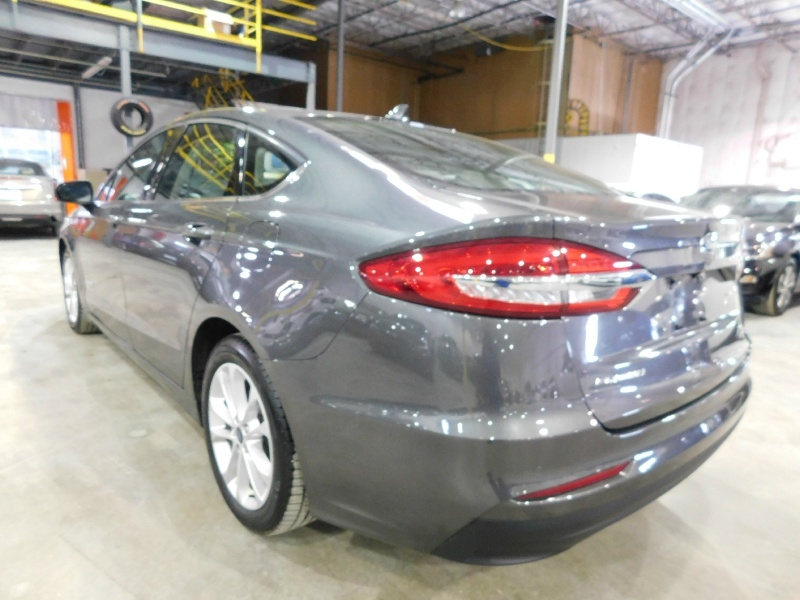 Ford Fusion Hybrid 2019 price $17,990