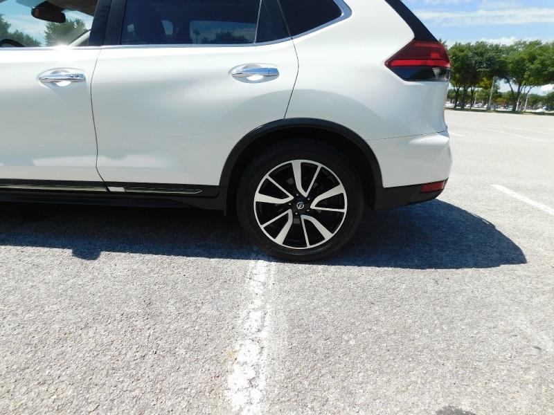 Nissan Rogue 2017 price $19,990