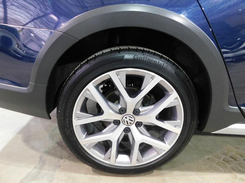 Volkswagen Golf Alltrack 2017 price $18,990