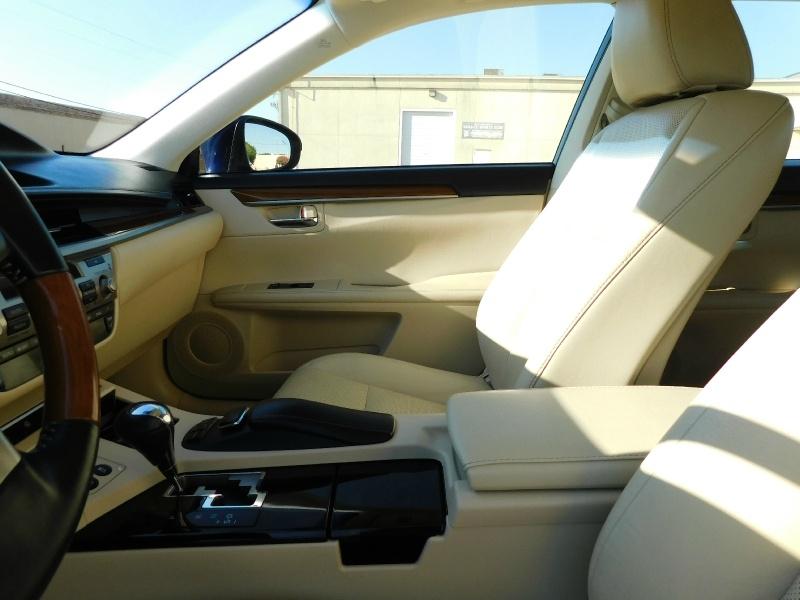 Lexus ES 300h 2013 price $16,990