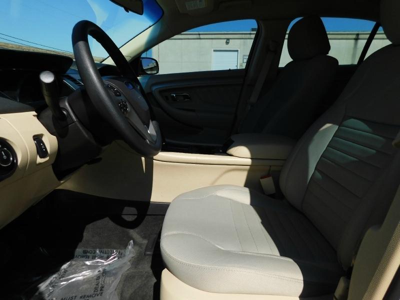 Ford Taurus 2018 price $15,990