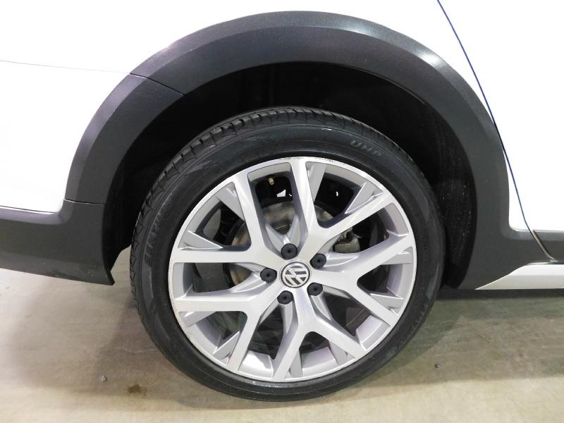 Volkswagen Golf Alltrack 2017 price $13,990