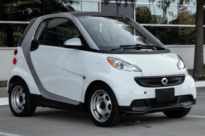 Smart fortwo 2013 price $6,900