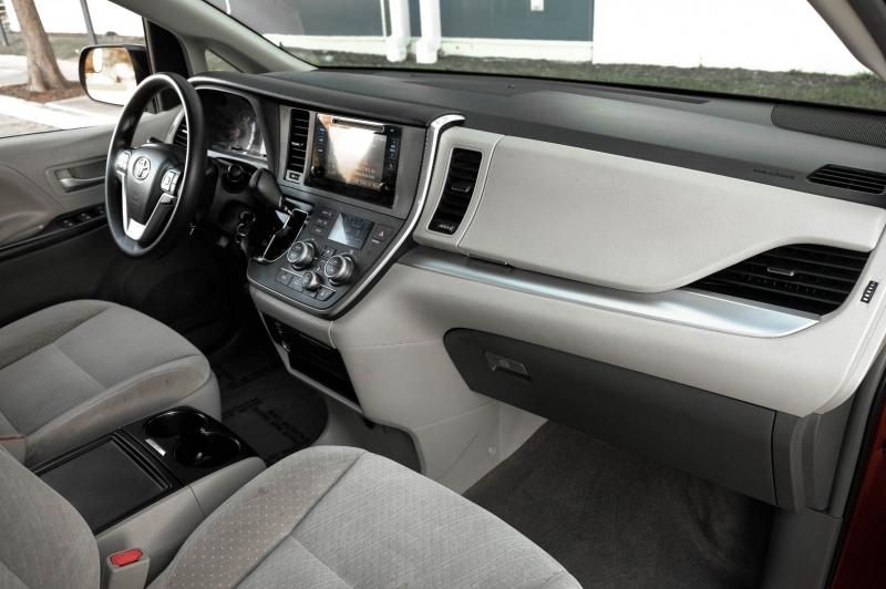 Toyota Sienna 2015 price $14,990