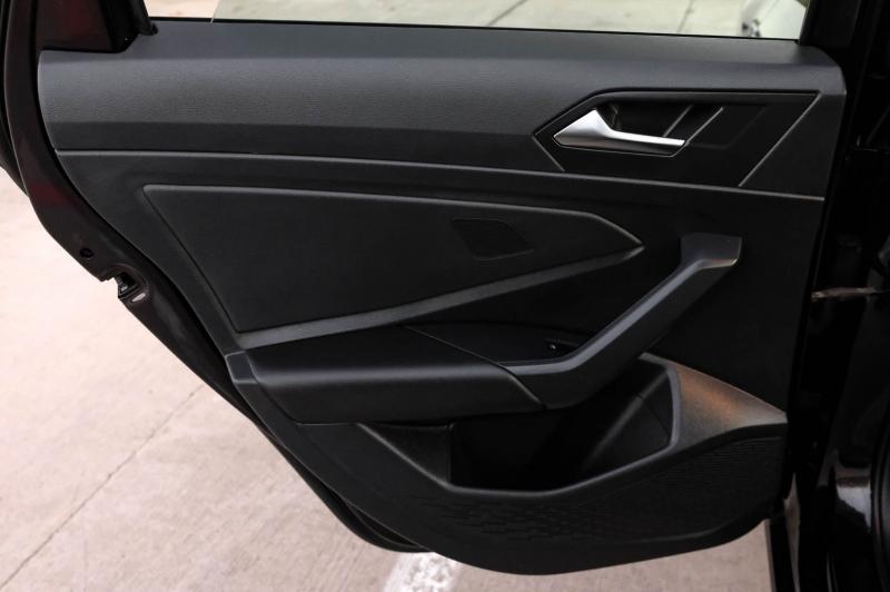 Volkswagen Jetta 2019 price $17,990