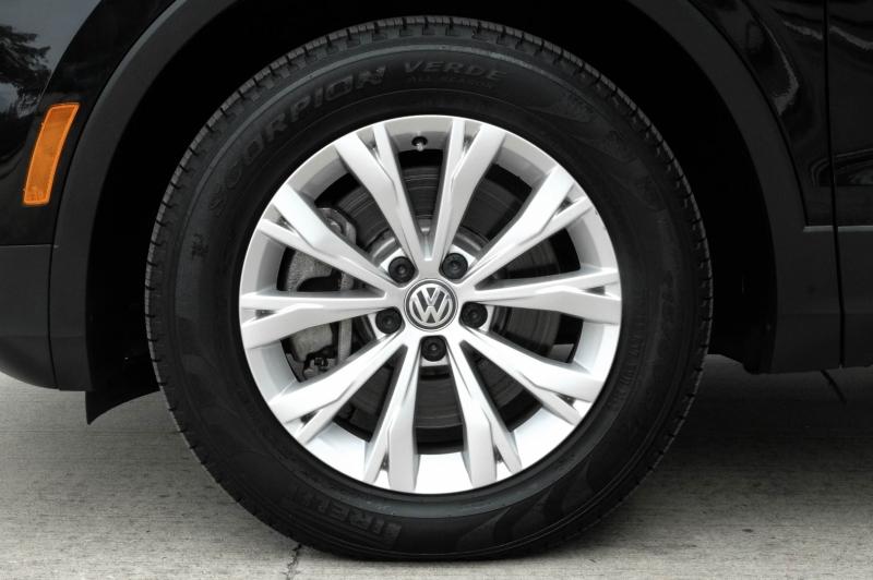 Volkswagen Tiguan 2018 price $17,990