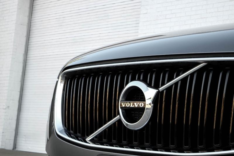 Volvo XC90 2016 price $25,990