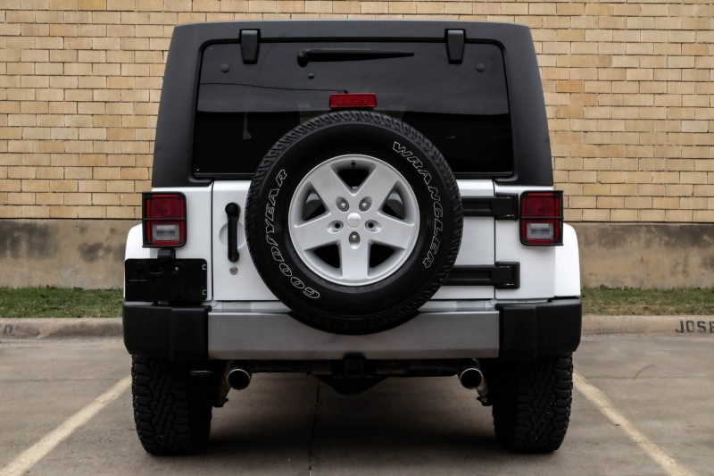 Jeep Wrangler Unlimited 2015 price $24,990