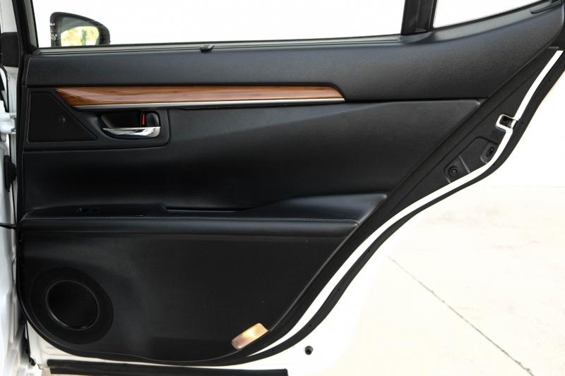 Lexus ES 300h 2014 price $16,990