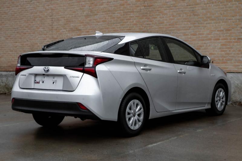 Toyota Prius 2019 price $17,990