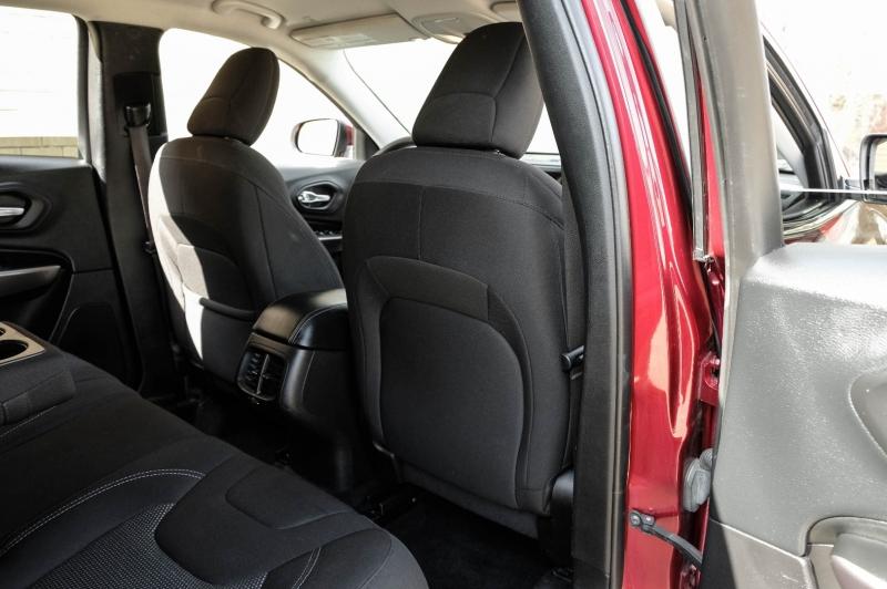 Jeep Cherokee 2019 price $15,990