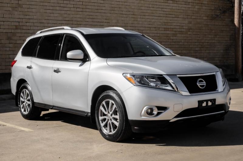 Nissan Pathfinder 2015 price $11,990
