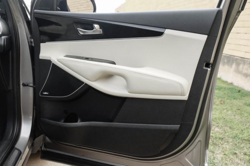 Kia Sorento 2016 price $17,990