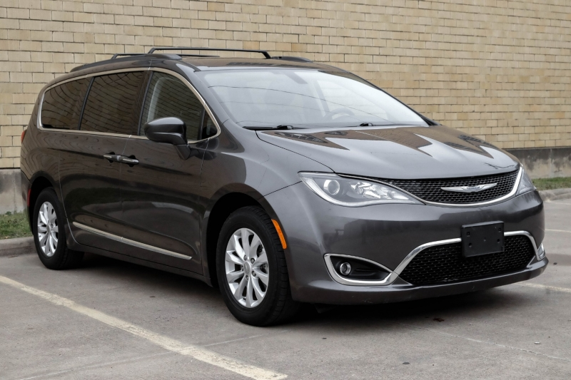Chrysler Pacifica 2017 price $14,990
