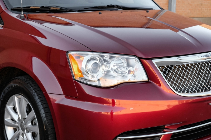 Chrysler Town & Country 2016 price $19,990