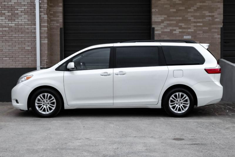 Toyota Sienna 2015 price $18,990