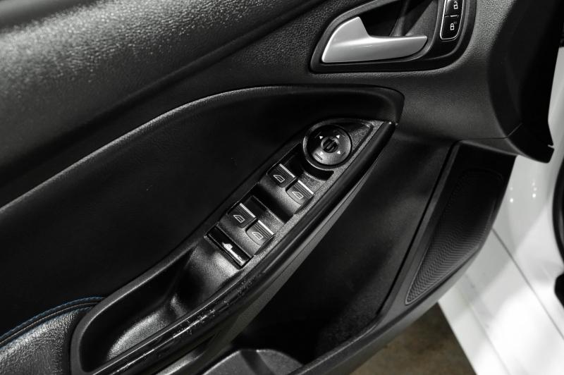 Ford Focus 2016 price $32,990