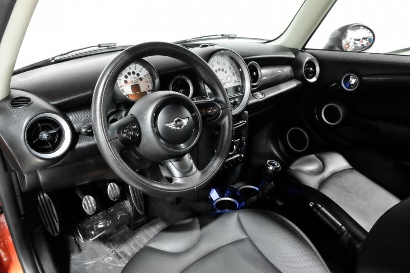 Mini Cooper Hardtop 2013 price $15,990