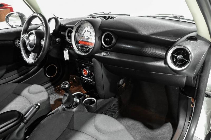 Mini Cooper Hardtop 2013 price $13,990