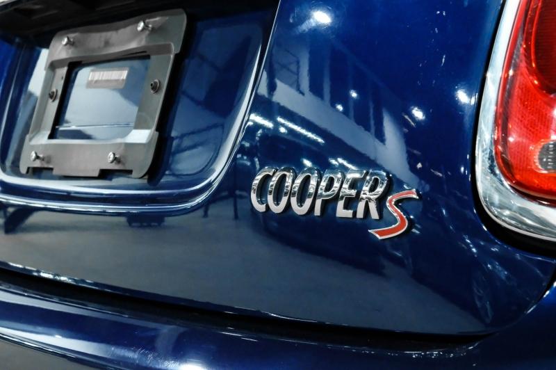Mini Cooper Hardtop 2015 price $17,990