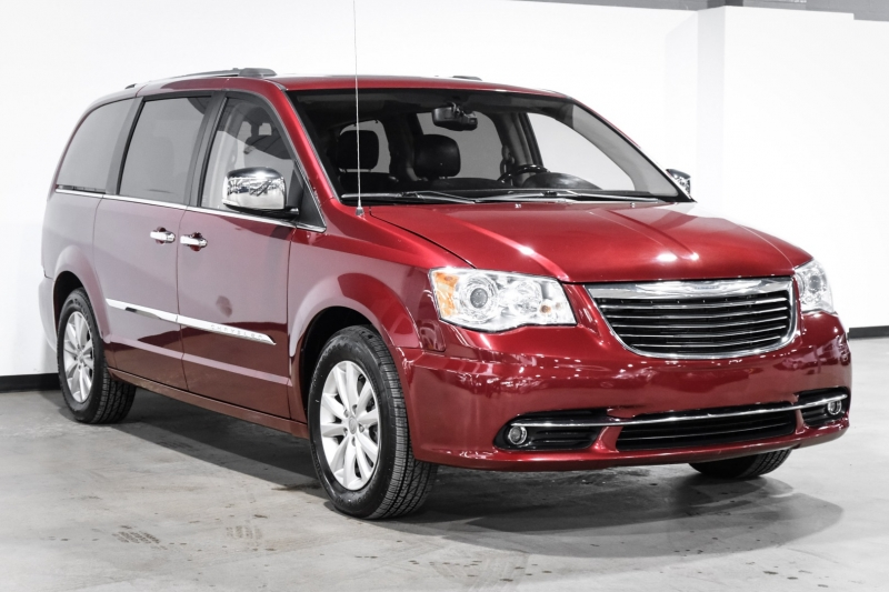 Chrysler Town & Country 2016 price $24,990
